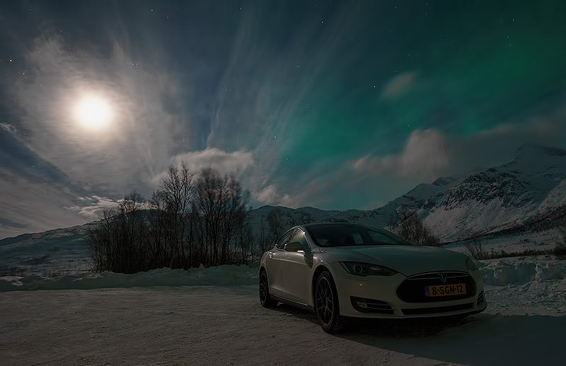 tesla-model-s-moonlight