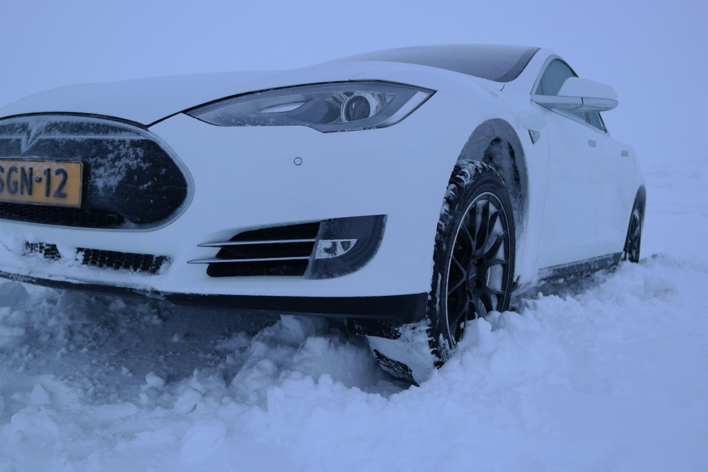 Model S stuck Arctic Circle