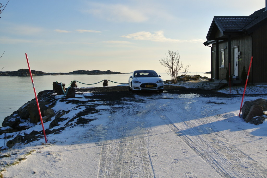 Model S next to house Lofoten
